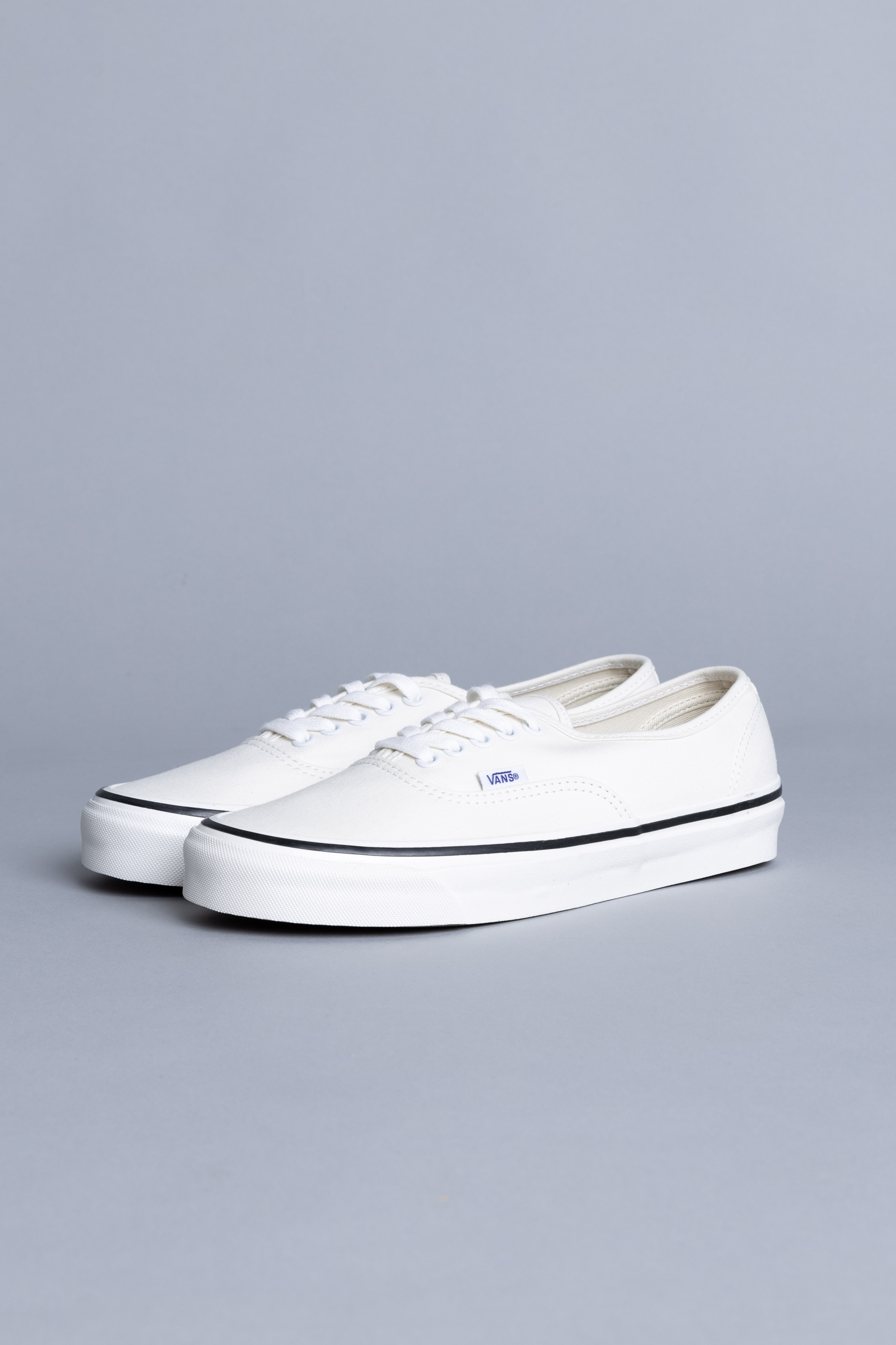 rutina asesino Ardiente  Vans Authentic 44 DX white sale - Centrevillestore